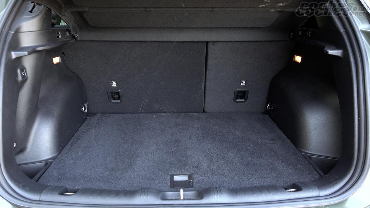 JEEP Compass 4x4 - Rien de nouveau en ce qui concerne la capacité de démarrage. 438 litres et 1387 avec les sièges rabattus.