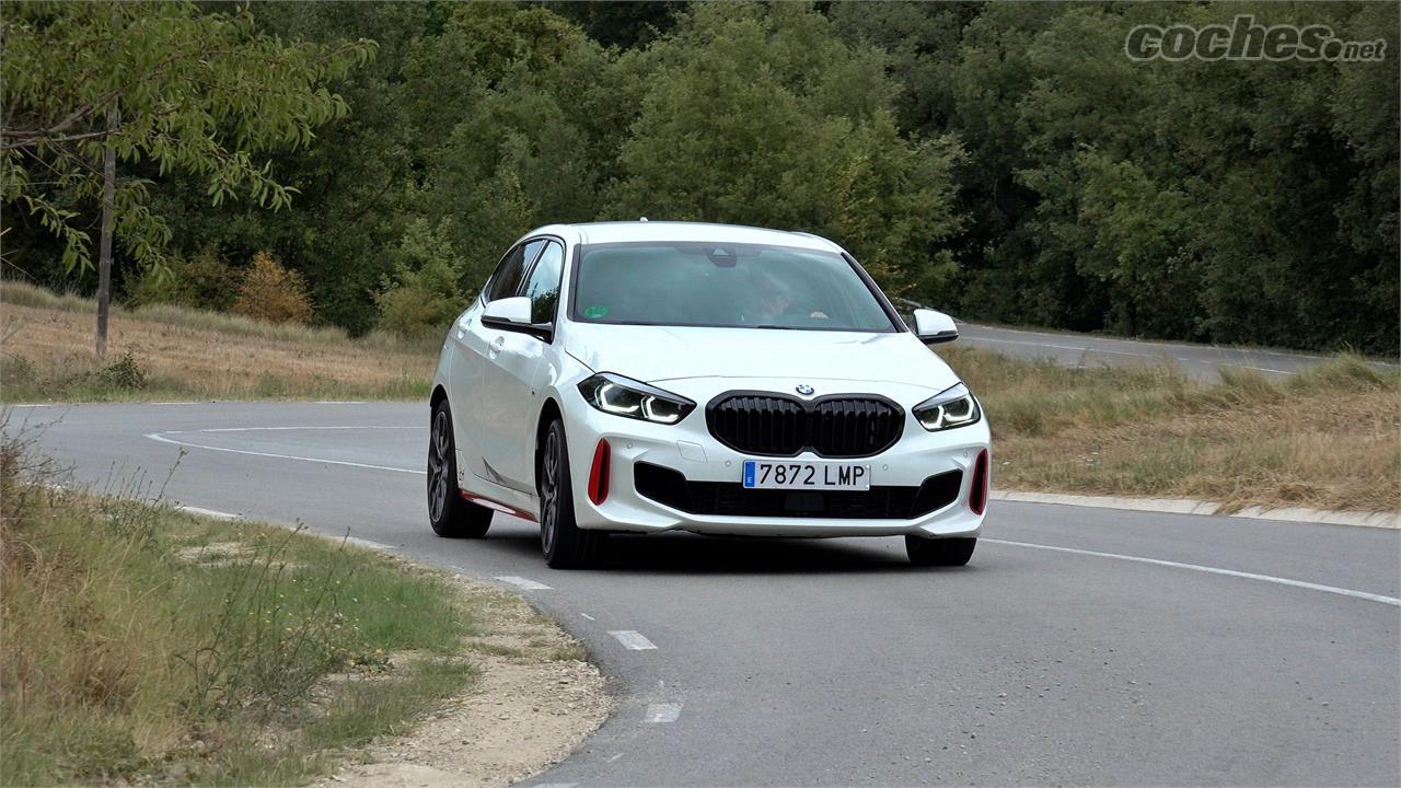 BMW Série 1 Berline - Ce n'est pas une voiture légère mais elle est très agile et posée.  Dans les courbes liées, il se déplace comme un poisson dans l'eau.