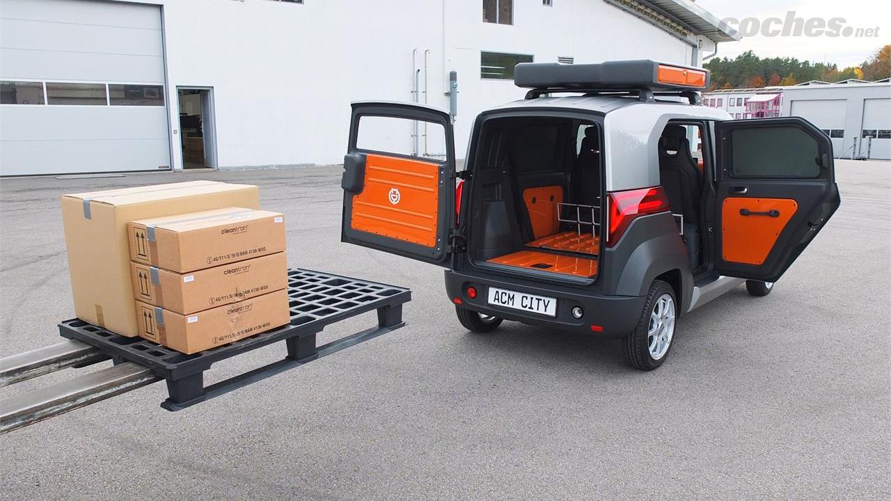 Sa cabine modulable permet de profiter d'une voiture 4 places ou d'un fourgon 2 places avec 1450 litres de coffre qui permet également de charger une europalette.