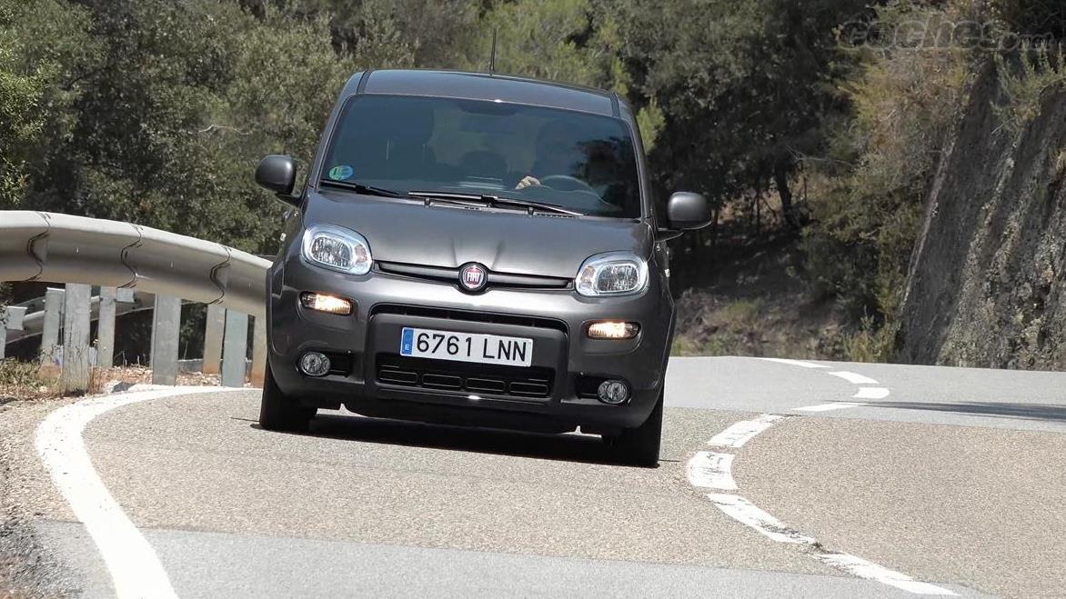 FIAT Panda Berlina - Sur la route, cette Panda transmet beaucoup de confiance, avec un châssis nettement au dessus des capacités du moteur et une suspension très réussie.