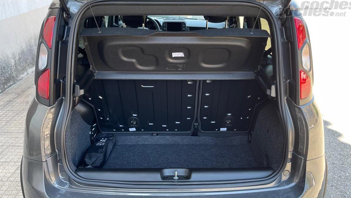 FIAT Panda Berlina - Botte de 225 litres, parfaite pour un achat en épicerie ou pour les sacs à dos scolaires des enfants.