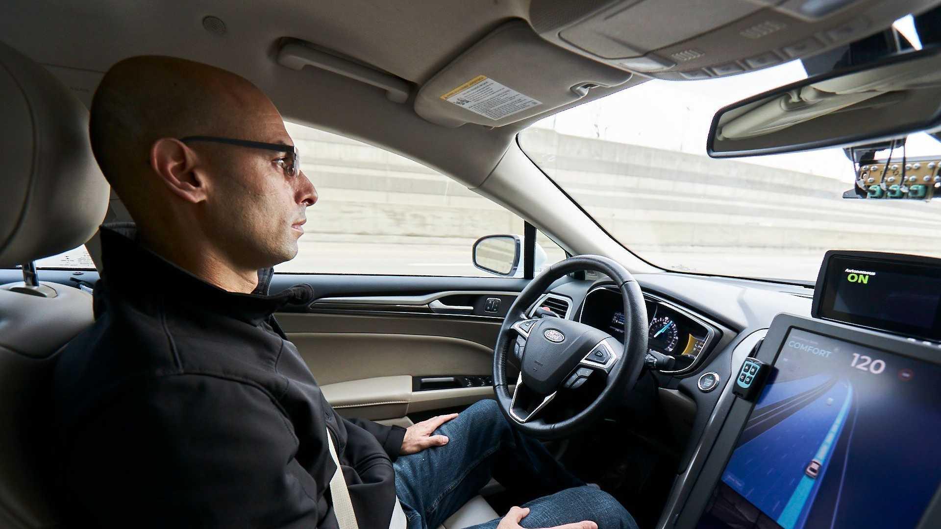 https://cdn.motor1.com/images/mgl/rvBJO/s6/mobileye-il-futuro-della-guida-autonoma.jpg