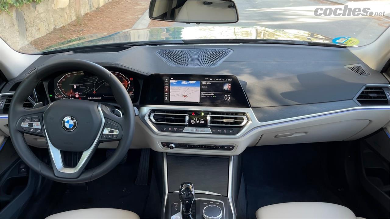 BMW Série 3 Wagon - Tableau de bord typique de la Série 3, avec la console face au conducteur, le levier conventionnel et la touche technologique de l'instrumentation numérique.