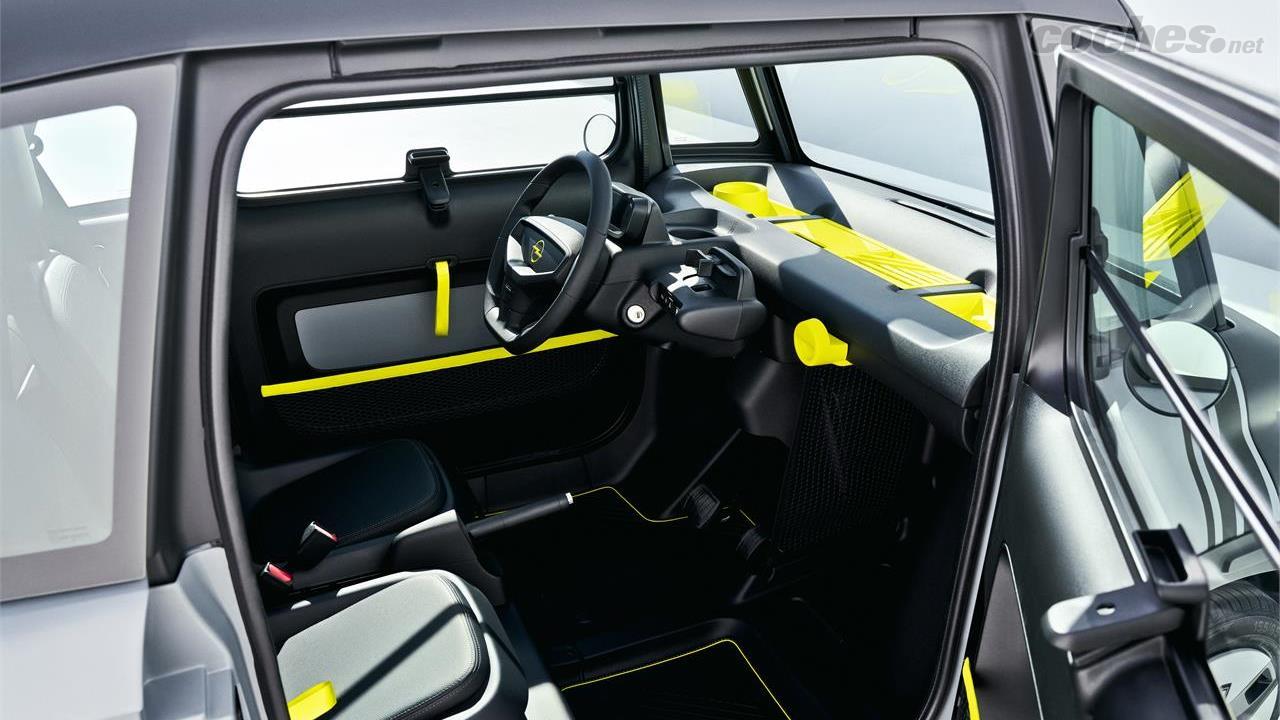 OPEL Adam - La cabine est une stricte 2 places, selon Opel, elle offre suffisamment d'espace pour les personnes mesurant jusqu'à 1,9 mètre.