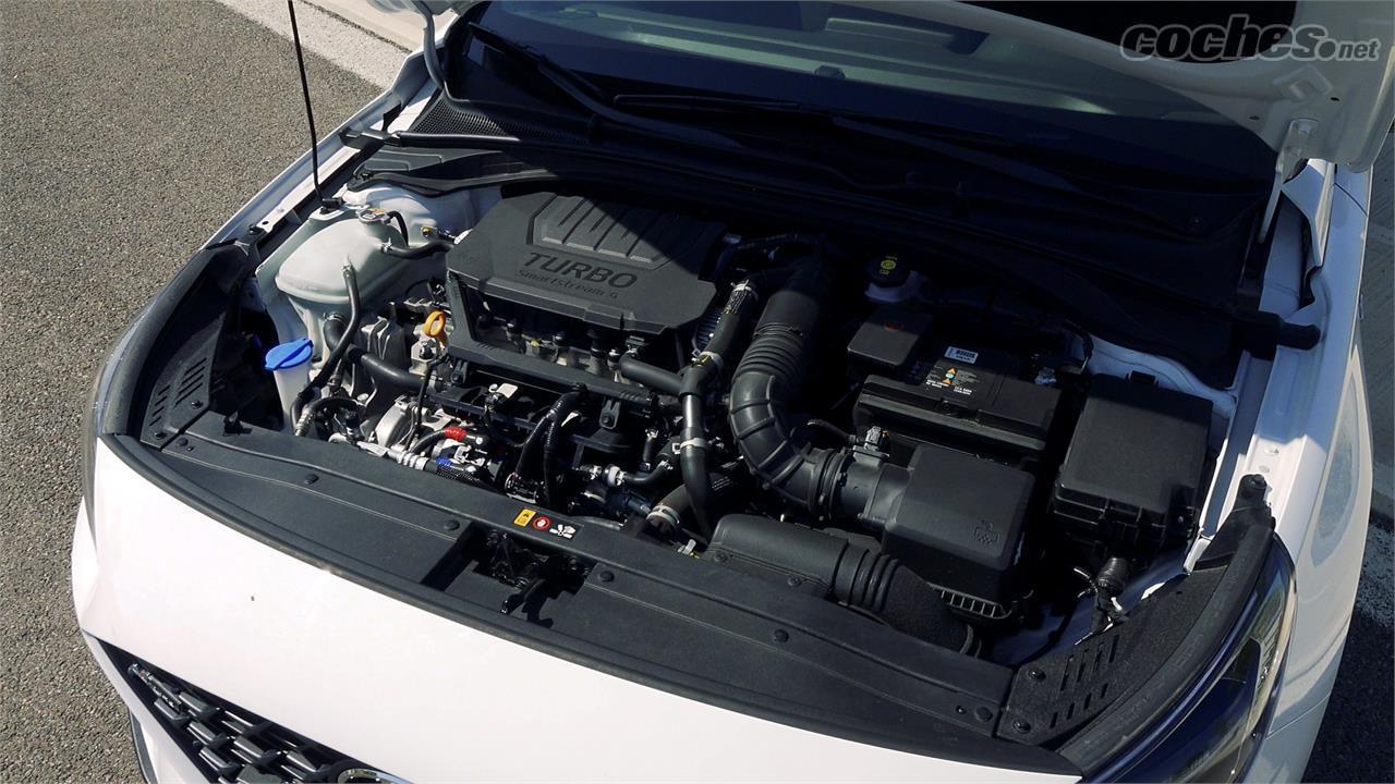 HYUNDAI i30 - Le seul moteur disponible dans la version N-line est l'essence de 160 ch, que nous pouvons choisir entre manuel ou automatique.