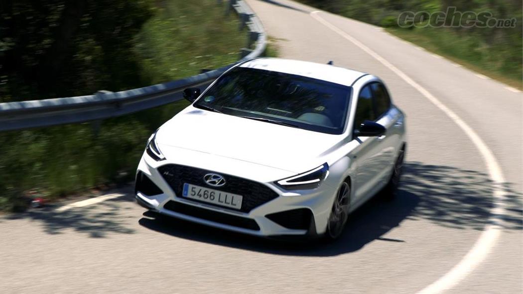 HYUNDAI i30 - C'est une voiture confortable au quotidien qui répond franchement bien à une conduite un peu plus sportive.