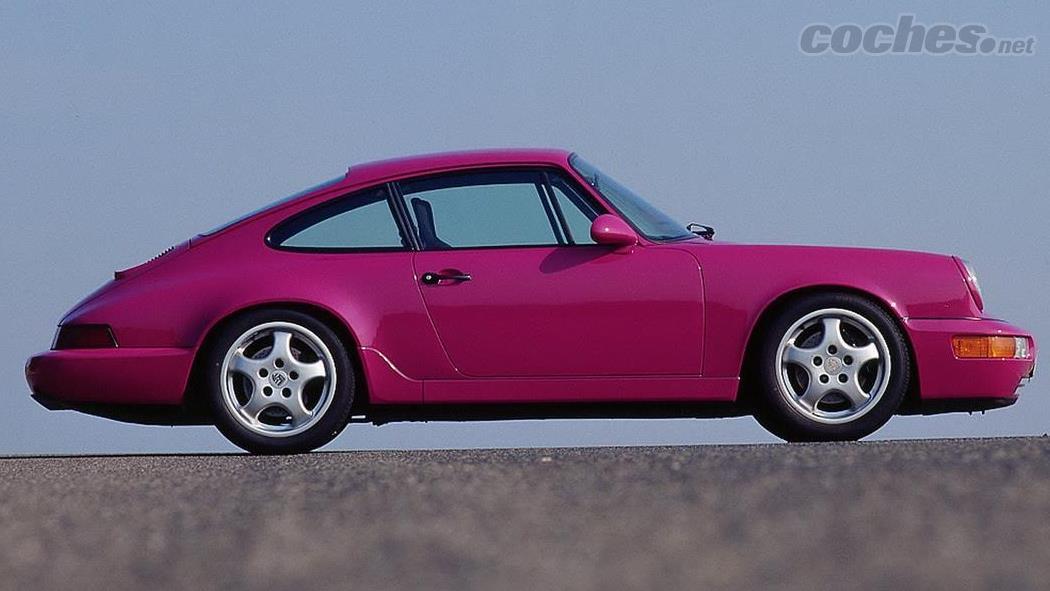 PORSCHE 911 - La Porsche 964 RS est considérée comme l'une des 911 les plus pures de tous les temps.  Une version allégée qui servait à homologuer le modèle Cup qui disputait sur circuits.