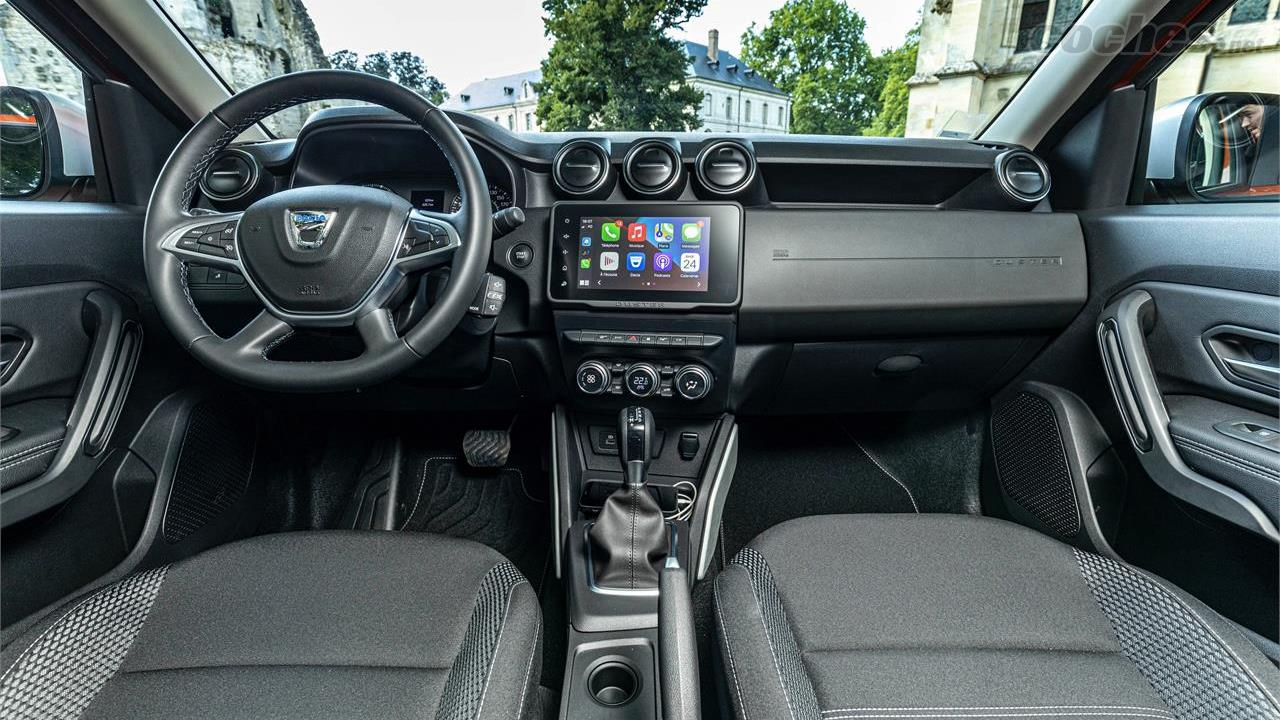 DACIA Duster - L'intérieur renouvelle sa sellerie, change l'écran central et apporte diverses améliorations de confort.