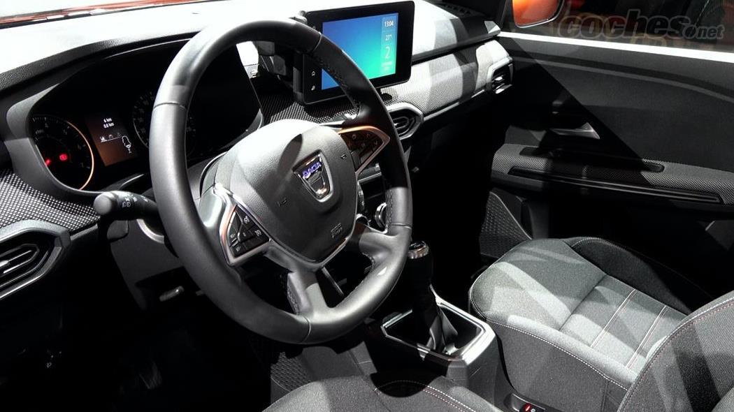 DACIA Dokker - Le tableau de bord du Dacia Jogger est identique à celui du Duster, plastique dur et fonctionnalité à parts égales.