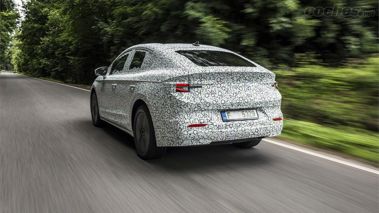 SKODA Enyaq - Son camouflage fin dissimule à peine une image plus attrayante mais moins pratique que celle du SUV Škoda Enyaq iV.