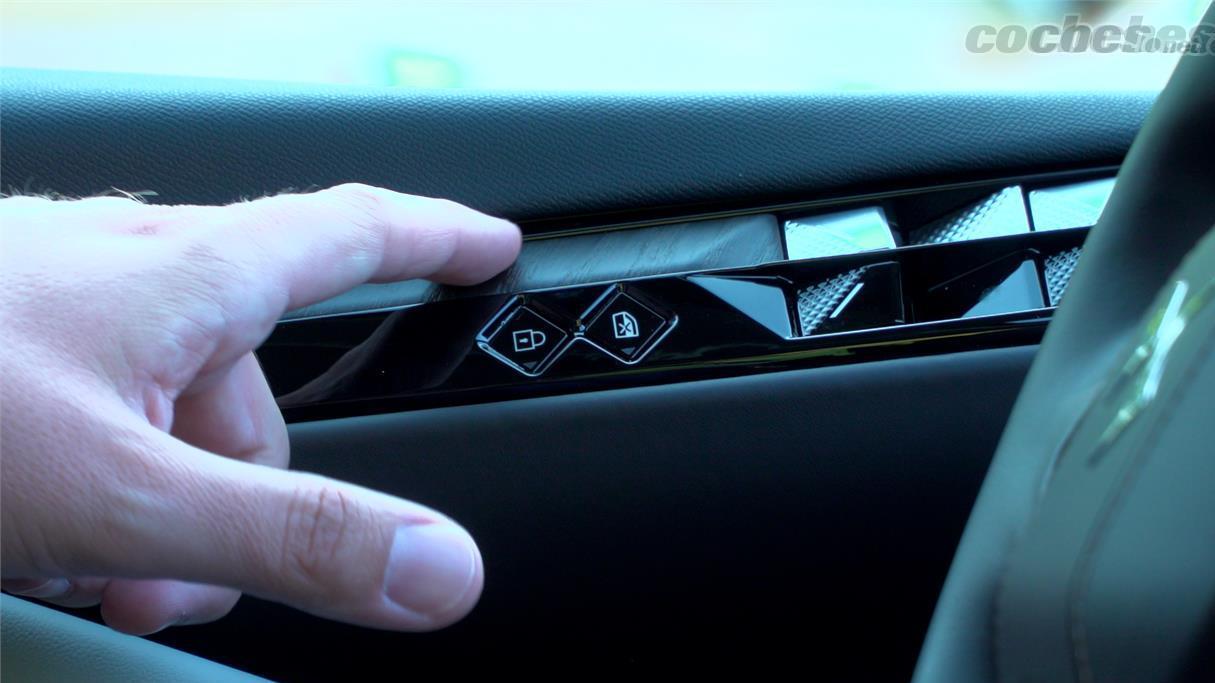 DS DS 4 - Même le bois à pores ouverts est quelque chose que vous ne voyez que dans les voitures de super luxe et qui est présent ici.
