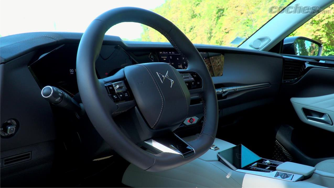 DS DS 4 - La qualité des matériaux utilisés est exquise.  Le cuir des sièges et du volant offre une touche que l'on ne retrouve pas dans les autres modèles de ce segment.