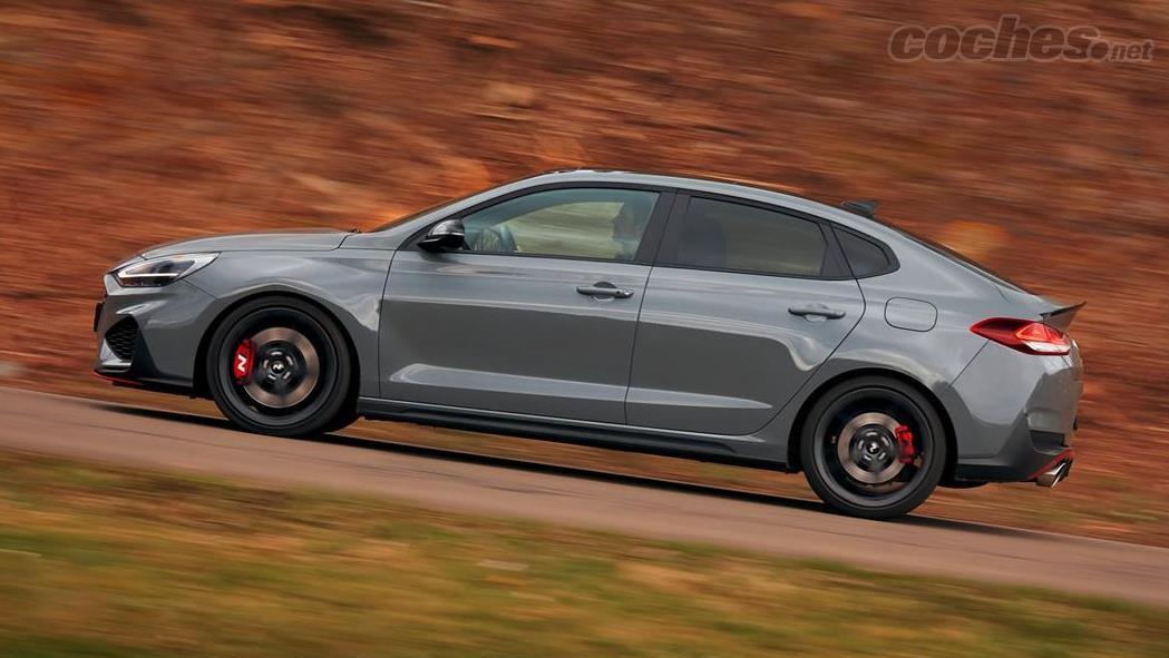HYUNDAI Bayon - Il est disponible dans une carrosserie compacte ou fastback, et avec des moteurs de 250 ou 280 ch.  Une nouvelle transmission automatique à double embrayage à 8 vitesses est ajoutée.