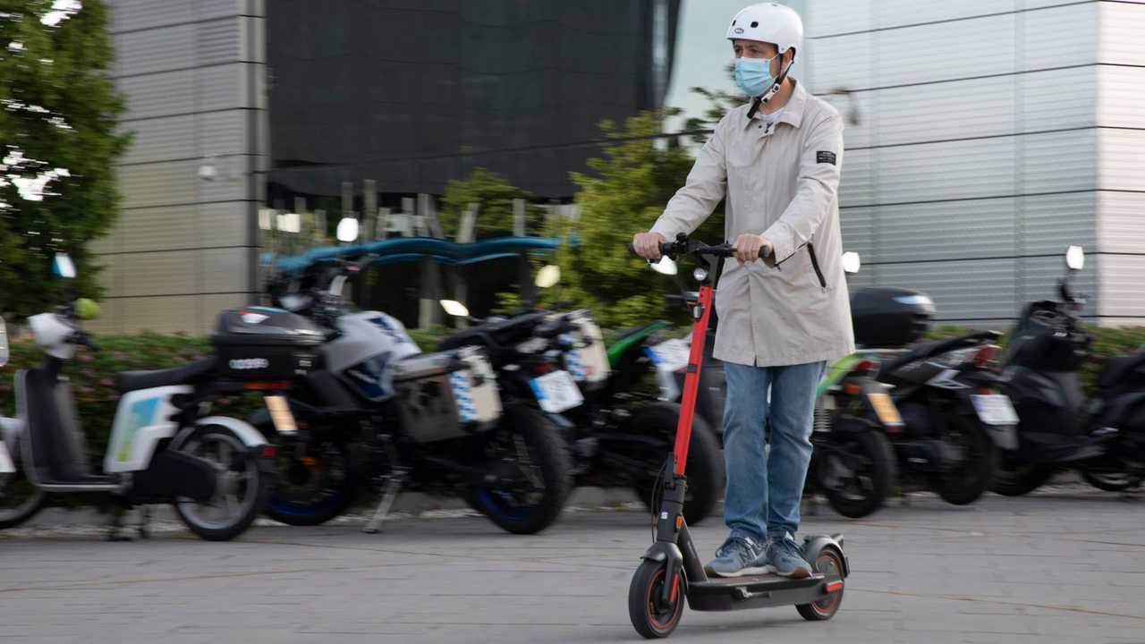 SEAT MÓ : scooters et motos électriques, pour la mobilité urbaine