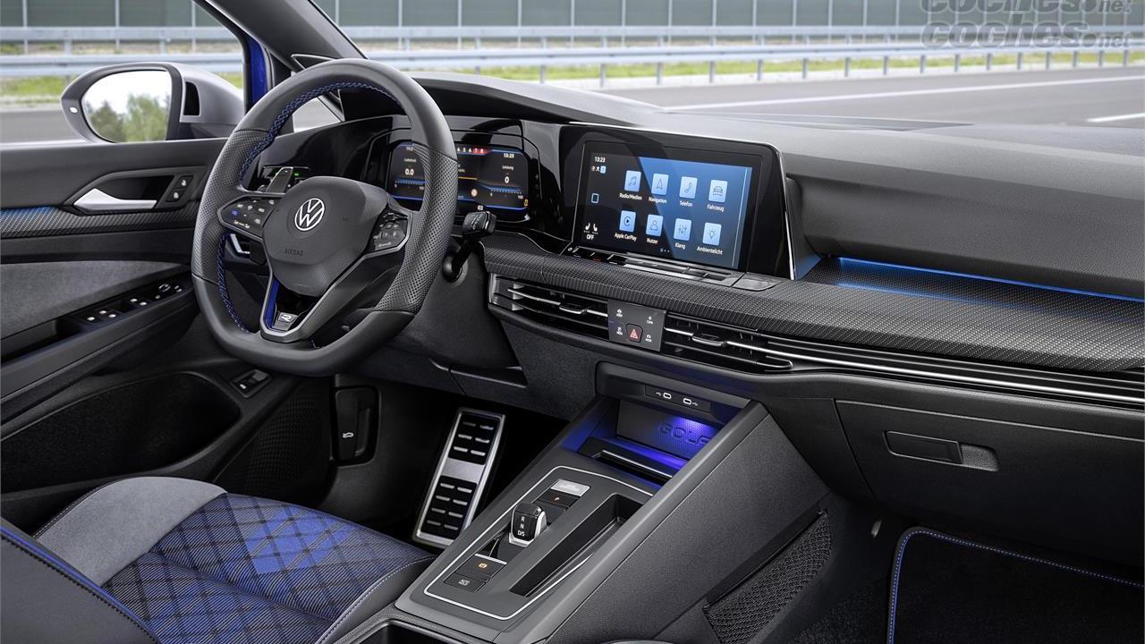 VOLKSWAGEN Golf - Instrumentation, volant, pédales, sièges et inserts décoratifs sont exclusifs à cette version haut de gamme.