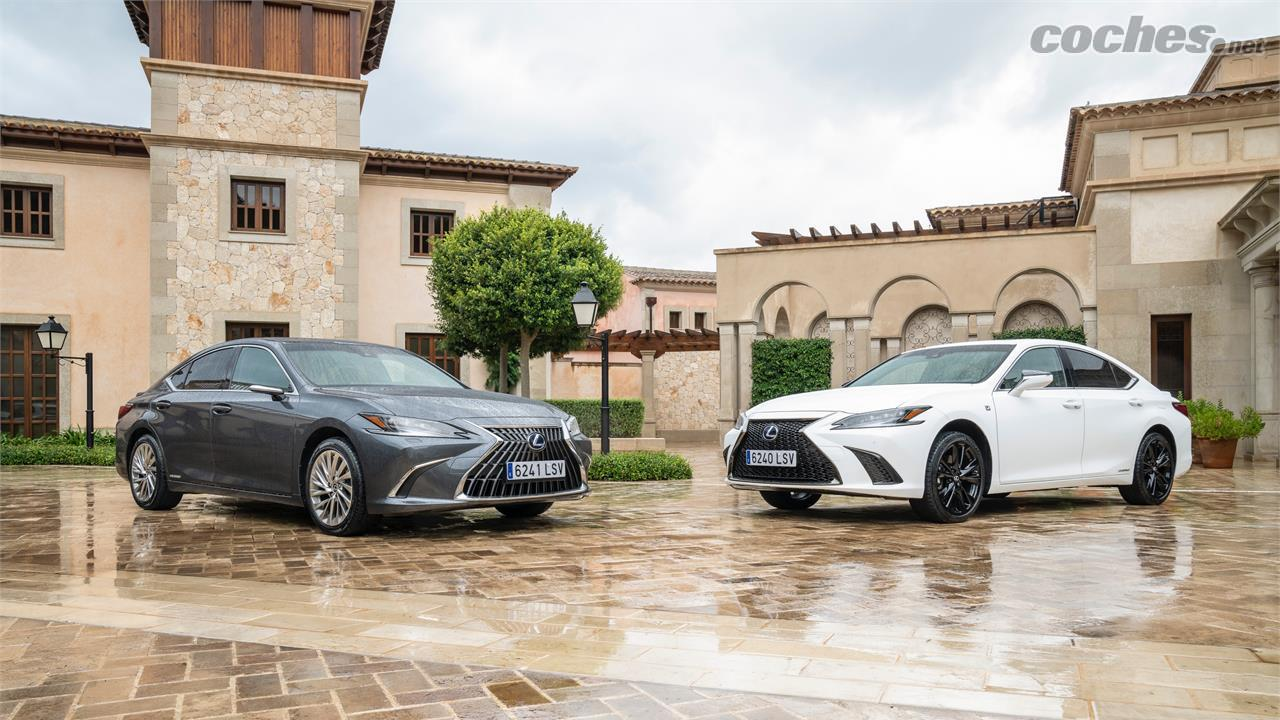 LEXUS ES - La Lexus ES continuera d'offrir la variante F Sport (photo de droite) avec des suspensions plus fermes, un amortissement adaptatif, des roues plus grandes et des pneus à bande de roulement plus élevée.