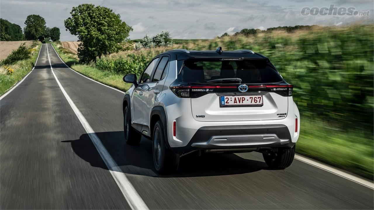TOYOTA Yaris Cross - Le modèle 4WD-i est doté d'un moteur électrique sur l'essieu arrière qui aide à améliorer le contrôle du véhicule sur les surfaces délicates.