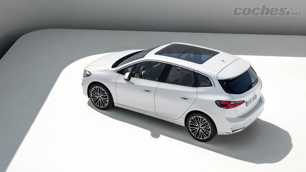 BMW Série 2 Active Tourer - Le design de la voiture essaie de minimiser son apparence de monospace et est assez proche de celui de la récente Série 1 de la marque.