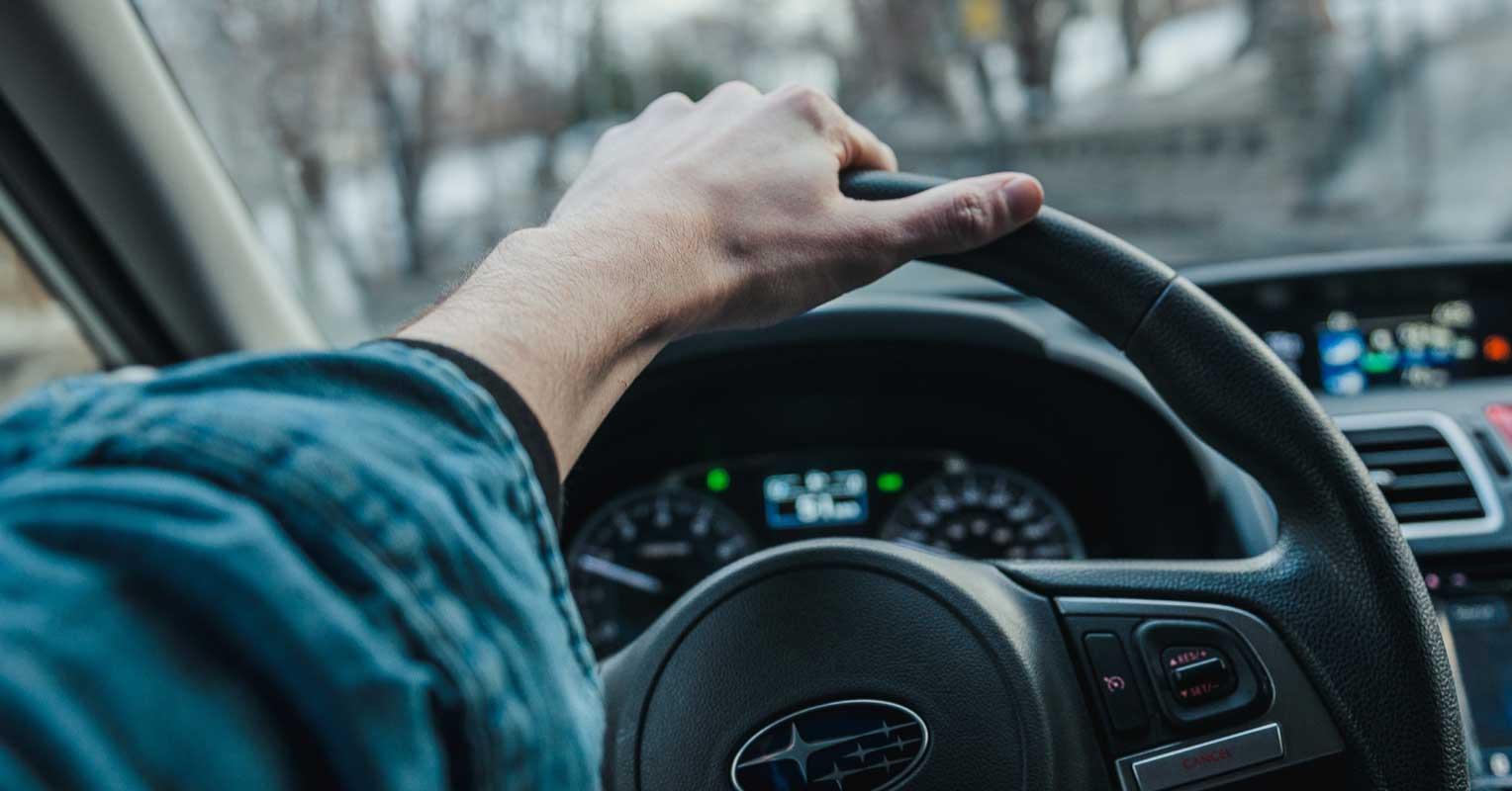 Comment prendre le volant correctement et comment ne pas le faire