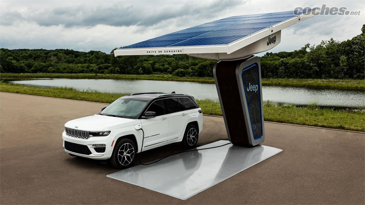 JEEP Grand Cherokee - Con una batería de 17,3 kWh podría recorrer en torno a 40 km en modo 100% eléctrico. Sólo estará disponible en versión de 5 plazas.